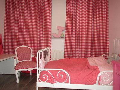 Hippe Handgemaakte gordijnen bb rood met rode baan onder