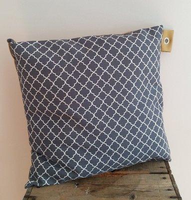 Kussen grijs met licht oker achterkant
