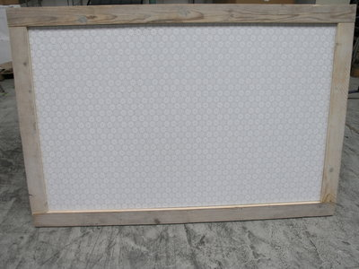 Groot prikbord met kanten zeil en steigerhout