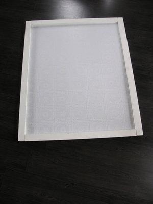 Prikbord wit steigerhout bekleed met kanten zeil